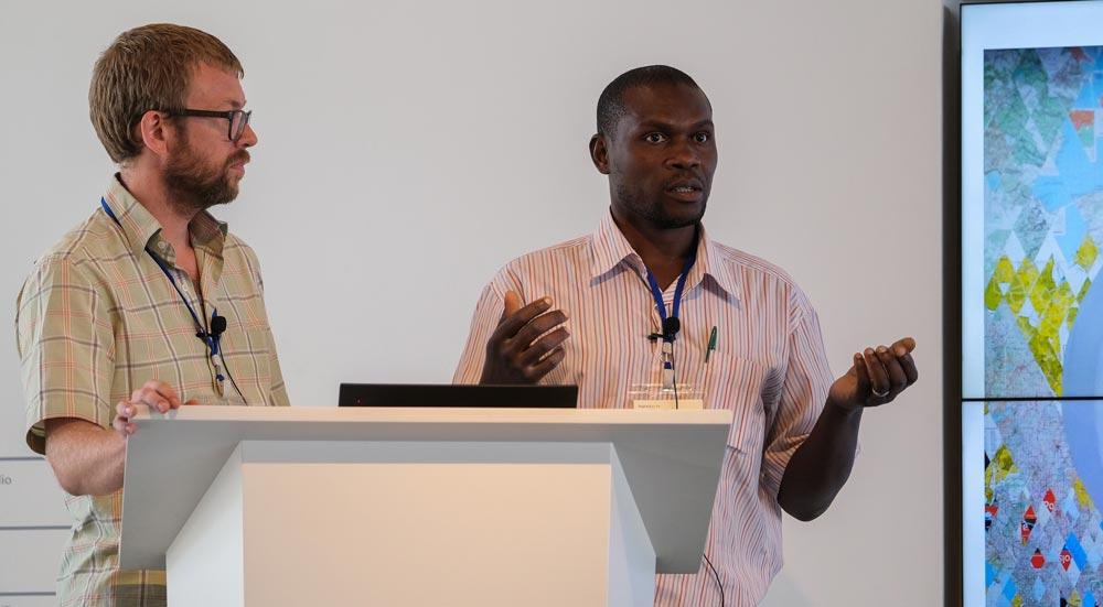 Maarten Vanden Eynde & Jean Katambayi, presenting at Digitial Earth conference in Dubai, UE (2019)